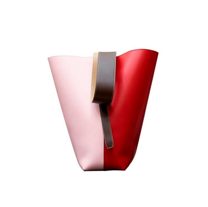 TWISTED CABAS辣椒紅拼淡粉色亮澤光滑小牛皮肩背提包$68,000