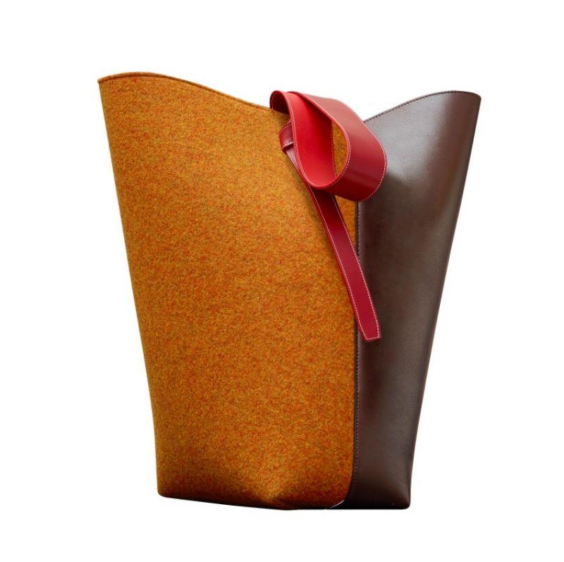 TWISTED CABAS酒紅亮澤光滑小牛皮拼橘色毛氈肩背提包 $77,000