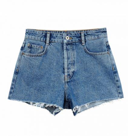 推薦三:不收邊短褲,今年夏天勢必短褲要入荷,不收邊寬口設計會讓大腿看起來較顯瘦唷。