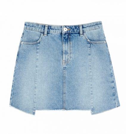 推薦四:剪接牛仔短裙,不規則的剪接設計讓牛仔裙多了份活潑的氣息。