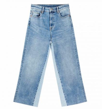 推薦十:拼接仿舊牛仔寬褲,類似雪花狀的水洗效果街頭感十足。