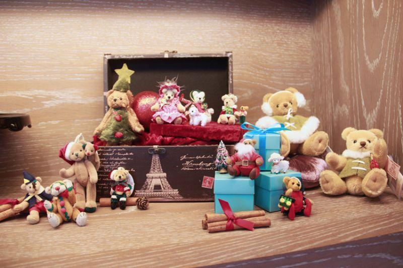 本次展覽展出精緻小巧的迷你熊、歷史悠久的古董熊、限定款的紀念熊…等,難得一見的手工泰迪熊盡在台南晶英酒店。