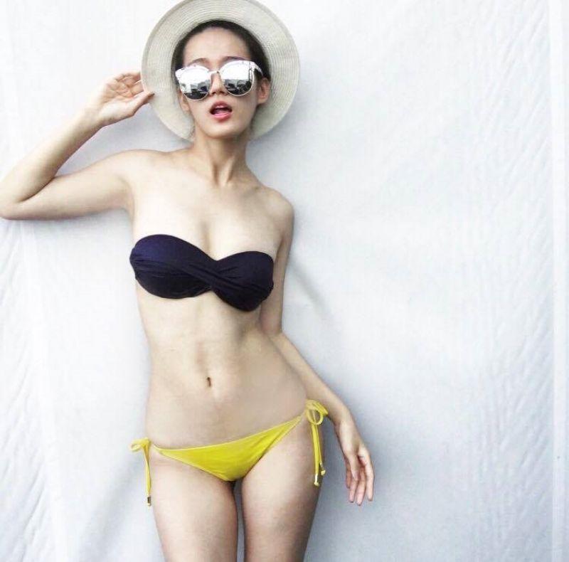 骨感、小胸身材身型較為骨感的女孩可選擇花色鮮豔或是平口的款式,鮮豔的花色在視覺上有放大的效果;而平口比基尼穿上後不會有下垂、壓胸、撐不起來的困擾,整體呈現清新自然且帶點小性感,是小胸部的專屬泳裝。