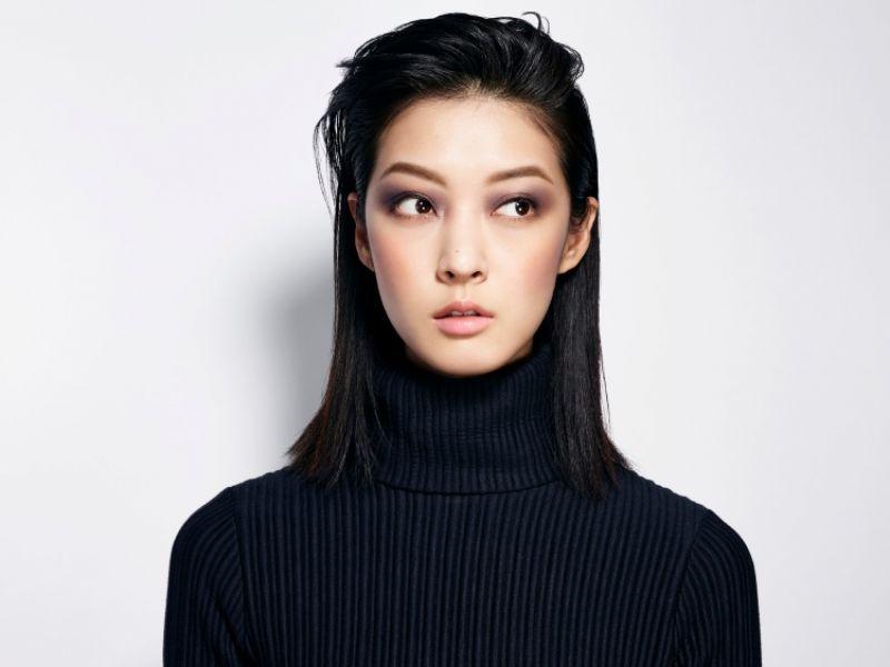 方形 - 沉穩、成熟、嫵媚、優雅正方形妝容可賦予成熟幹練的妝感。藉由改變眉形設計以及在眼周和雙頰打上陰影,大幅改造圓形妝容而成的妝感。重點提示眉形自然平直眼周塗抹方形陰影塗抹方形頰彩更迷人的唇線