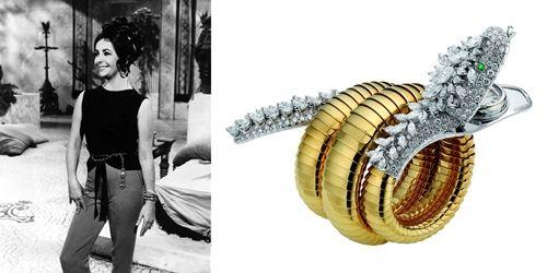 《埃及豔后Cleopatra》《The V.I.P.s大飯店》(1963年)伊莉莎白泰勒曾說:「我願意在羅馬拍攝電影,就是因為寶格麗總店在羅馬。」她熱愛Bulgari珠寶,收藏它們也私心戴著它們拍電影,有哪些?《The V.I.P.s大飯店》裡令人驚艷的18.61克拉祖母綠胸針,還有出現在《埃及豔后Cleopatra》的蛇形珠寶腕錶。