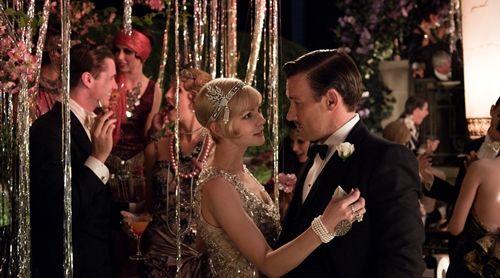 《大亨小傳 The Great Gatsby》(2013年)充斥著財富、珠光寶氣的20年代美國夢,當然需要閃亮Art Deco風格珠寶來完整畫面!Tiffany & Co.曾表示:我們的歷史作品中,有許多20年代的華麗創作,這正是我們為此電影打造珠寶的設計基礎。另外,小說作者本人是Tiffany愛用者,而Tiffany的首位設計總監Louis Comfort Tiffany,也是小說裡所描述的紐約長島社交圈一員。