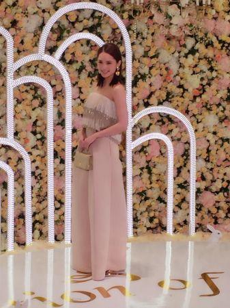 楊丞琳身穿MS IDEAS 2016 Daywear系列的裸色流蘇褲裝,帥氣現身