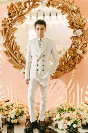 陳曉宴客第二套禮服身穿夏姿陳量身打造的白色西裝