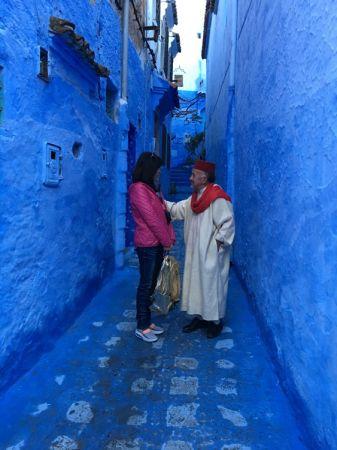 充滿螢光藍的契夫蕭安,隨處都是一個驚喜