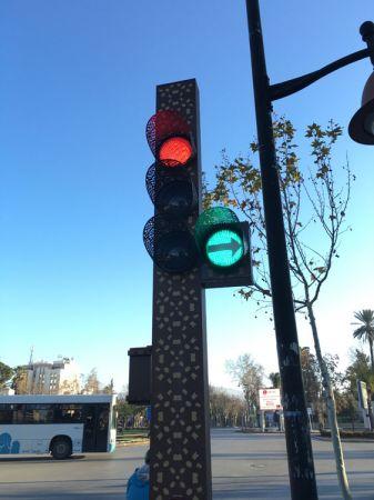 連紅綠燈都充滿伊斯蘭藝術