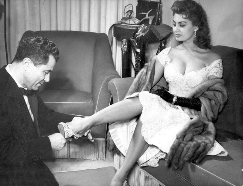Ferragamo先生為女星蘇菲亞羅蘭訂製鞋履