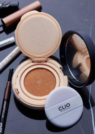 CLIO「光感無瑕氣墊粉餅」它算是一款進化型的氣墊粉餅,針對亞洲氣候及亞洲人膚質所打造,完美承襲粉底液及氣墊粉餅優點,集持久與遮瑕度於一體,輕拍出完美裸肌。