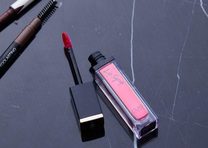 不過當我擦上「光撩鏡感絲緞唇釉」後我就發現:這兩隻的需求不太一樣。