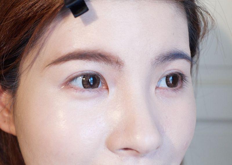 好塗抹不結塊,看起來呈現自然的咖啡色系,讓我的眉毛終於跟髮色相近,重點是還很韓系呢。