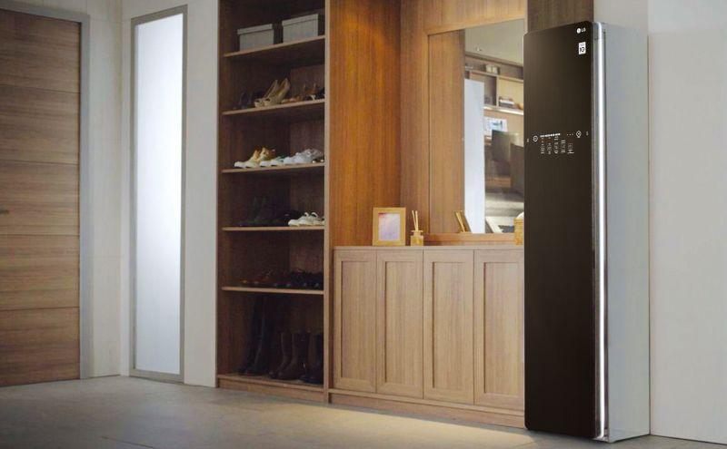 LG Styler智慧電子衣櫥纖細的尺寸與崁入式設計深得娃娃的品味,也能輕鬆與家中的家具自然搭配結合,進一步襯托出她的居家裝潢風格。