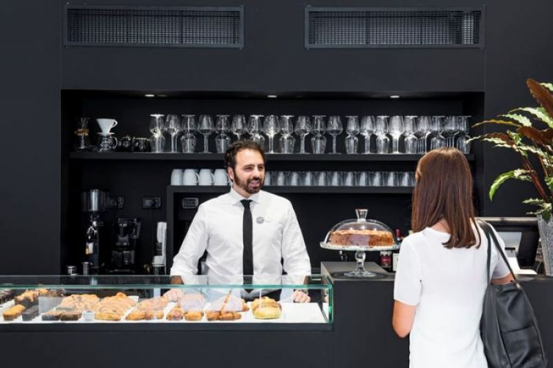 cafe內提供 義式濃縮與手沖咖啡以及可頌麵包等輕食