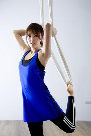 陶嫚曼運動時特重視舒適度,最怕衣物因流汗而黏在身上的感覺,所以「材質」成了她選擇運動服裝的重要因素:「adidas CLIMALITE運動內衣就完美符合我的要求,不但合身好穿,更能快速透氣排汗。」