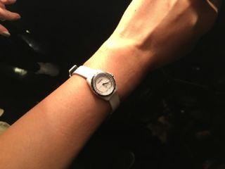 J12∙XS白色手鐲腕錶_小型款可附於手鐲上或單獨配戴。