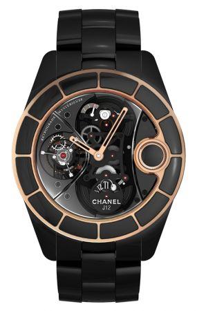 2010年,神秘逆行非常有話題的一款錶!Calibre RMT-10機芯,由Renaud et Papi (APRP SA)特別為香奈兒設計訂製。最大的特色在於位於2點鐘位置和4點鐘位置的陶瓷片啟動錶冠功能。