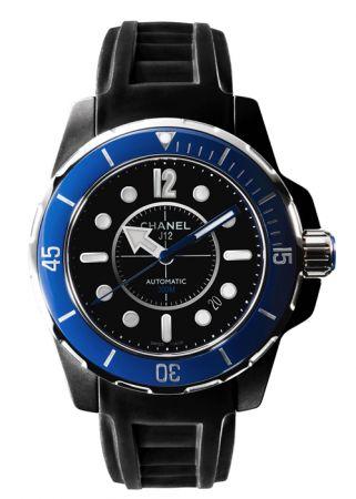 2010年,J12 Marine系列的第一款潛水錶(深度達300公尺),錶殼為黑色超微粒精煉或白色拋光高科技精密陶瓷及精鋼。