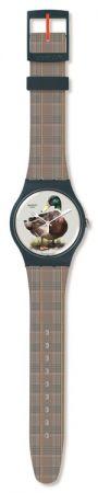 優雅野鴨SUON118 /NT$ 2350波斯地毯代替普通河塘, 搭配優雅的蘇格蘭格子呢表帶,與英姿颯爽的野鴨羽毛,相映成趣。