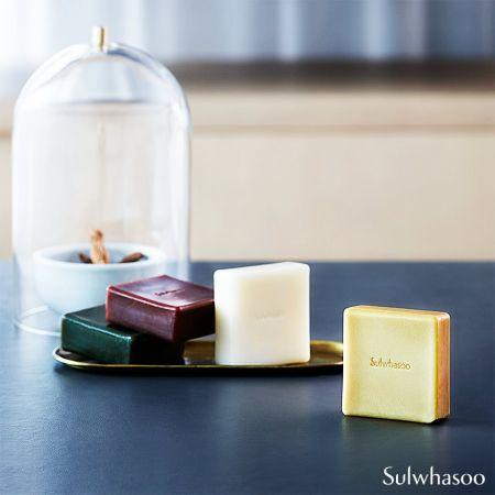 「宮中蜜皂」同樣只有旗艦店,擁有其他地方看不到的版本,分別是淺黃的甘草款、淺米色的白花蛇舌草款與綠色的松樹款。
