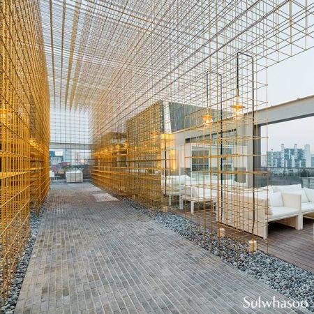 雪花秀旗艦店5樓為開放式露臺,設計感十足。