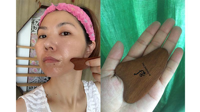 搭配「后-天氣丹津率享紅山蔘清氣面膜 」的紫檀木按摩片設計非常貼心,每一個角度都有不同對應的位置和功效,可以按摩眼周、下巴、額頭、臉頰等,全方位、無死角的保養提升肌膚的緊實度。
