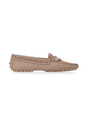 需要大量走路的賞花行程,絕對需要一雙舒適的平底鞋。粉彩色平底鞋,Tod's。