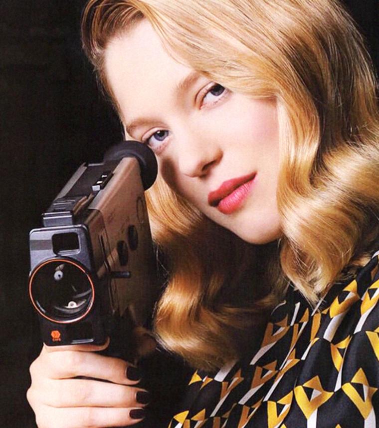 她也曾以特務角色出現在Marie Claire Style Japan雜誌中。