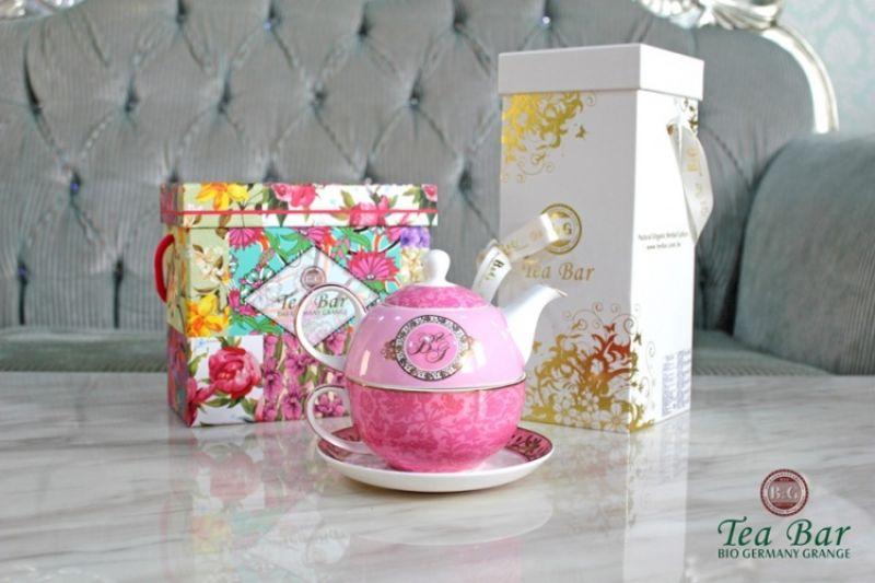 B&G德國農莊 浪漫田園粉紅派對禮盒 售價$2440、粉色B&G杯壺組 、皇家極品有機茶禮盒組 售價$1380