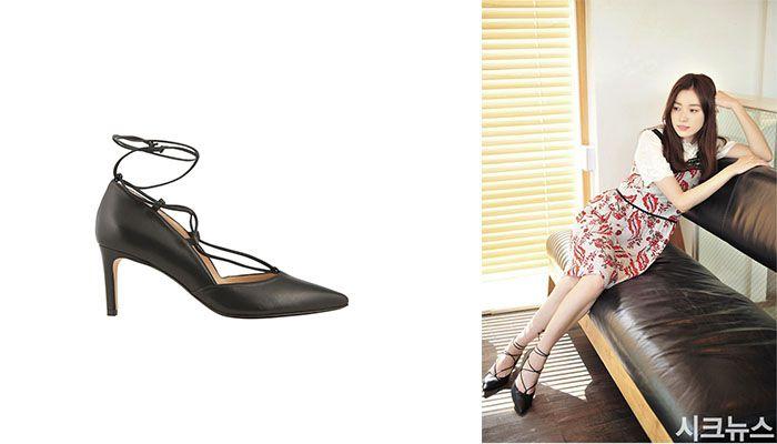 《W》韓孝周穿著一身小碎花洋裝的孝周,搭配Minelli綁帶跟鞋,不僅是今年的趨勢更能拉長腿部線條。
