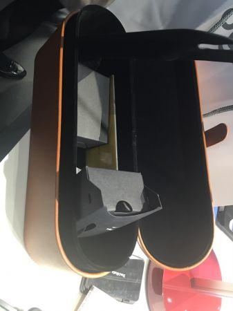 dyson官網獨家販售限量「精裝版」吹風機,附有精裝收納盒,由dyson 創辦人暨首席工程師James Dyson設計,建議售價18,300元。