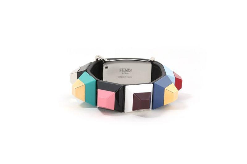 彩色鉚釘手環$20,400