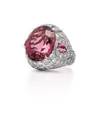 鉑金鑲嵌10.09克拉橢圓形紅色碧璽及鑽石戒指,周邊鑽石像波浪狀漸次排布,Tiffany & Co.