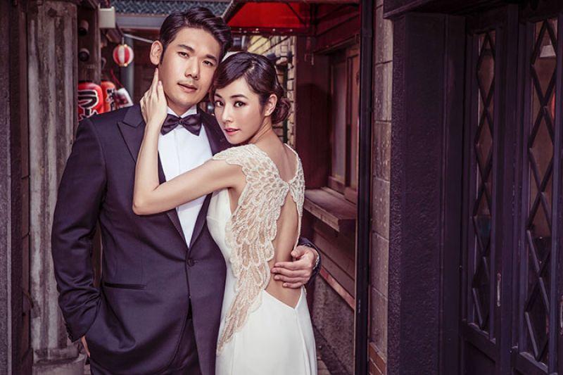 天使的翅膀由LinLiWedding引進的土耳其高級禮服品牌TARIK EDIZ,以「天使的翅膀」作主設計,運用珠飾刺繡呈現夢幻風格訂製服價格:$ 78,000