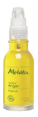 Melvita 摩洛哥堅果油蘊藏豐富獨特脂肪酸營養,具有絕佳的水合保濕功效,能增加肌膚彈性,幫助肌膚保持油水平衡的健康狀態,強化修護皮脂屏障,提升膚質彈性與柔軟緊實。美容健康總監 忻潔旅行中的我習慣準備一瓶油類保養,最好它的質地輕盈好吸收,而且可以從頭到腳使用,而我對 Melvita 摩洛哥堅果油的依賴,已到了如戀人般的關係,我甚至會在沐浴前後都使用,沐浴前先按摩軟化潤澤角質,再以浴品沖淨,壓乾水分後再上一層按摩。臉部保養時我也會特別壓一滴在按摩品、面膜或乳霜中,我也喜歡在潤髮乳中加1~2滴來潤澤髮絲,一趟旅程用掉半罐是常有的事。