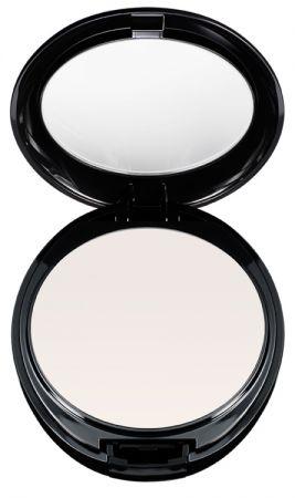 Shu Uemura 隱形控油蜜粉餅玻璃光透粉體能讓肌膚上的光線完全穿透並反射,能定妝還能吸附臉上多餘油脂讓妝容更持久,柔焦效果能修飾肌膚瑕疵,立即創造清透妝感。髮型師 黃凱凱沒說你不知道,蜜粉餅對於夏季頭皮出油是非常方便好用的,尤其是針對機車族,或是四處旅行工作、常常搭飛機的人,因為機上空氣太乾燥,很容易造成頭皮出油現象,這時候就可拿出蜜粉(建議選擇較深的色系,這樣才不會在髮絲上留下白白的殘粉),步驟是將髮片分層,用蜜粉輕拍於髮根處就可幫助吸收多餘的油脂,還給你清爽無比的蓬鬆髮絲!