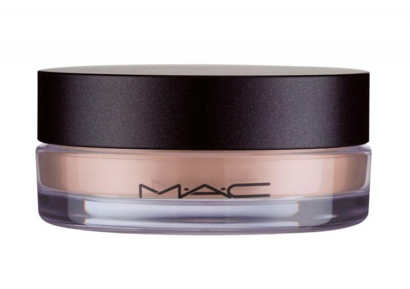 推薦商品彈力氣墊蜜粉 NT$1300適用於所有肌膚,超細微的鬆粉狀蜜粉如空氣一般輕盈,在上妝後瞬間柔焦、隱形毛孔細紋,打造有如天鵝絨般的無瑕妝效。