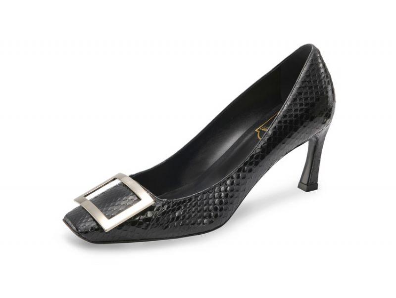 Roger Vivier 全球獨家黑色水蛇皮革跟鞋_$38,200