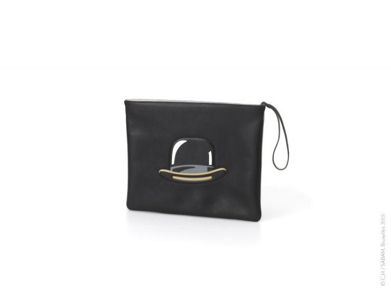 馬格利特限量系列蘋果圖案黑色小袋 NT$49,000