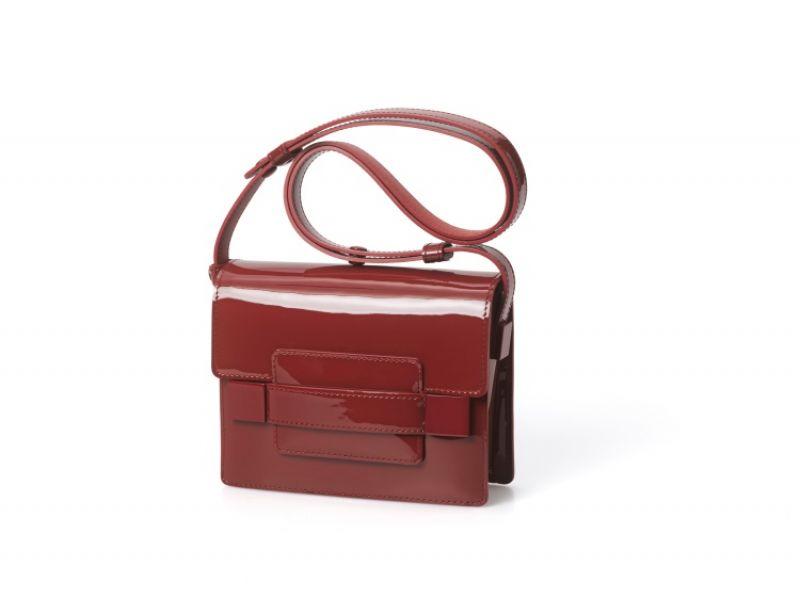 Madame系列 絳紅色牛皮小型肩背包 NT$97,000