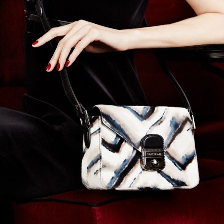 Longchamp「山形紋」小牛皮草小包為秋冬增添異域風情與奢華的享受。