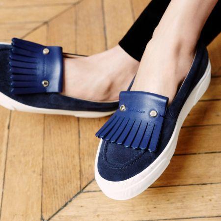 以優雅的雙色、雙材質打造拼接質感的莫卡辛鞋。