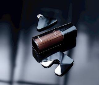 Chanel 超V心機按摩板,搭配3.5-DA彈力超V緊緻前導精萃使用,效果加乘。
