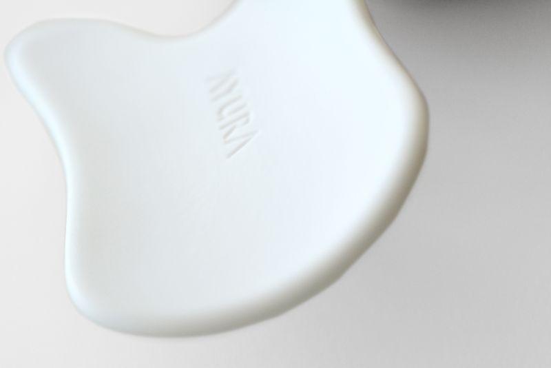 Ayura美活沙醒膚陶瓷按摩板以手工精心打造。