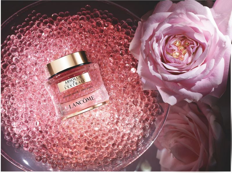 史上最夢幻的粉紅色膠囊,蘭蔻絕對完美黑鑽珍珠安瓶面膜。