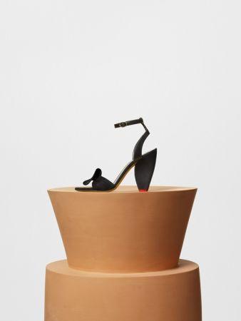 RUFFLE SANDAL 黝黑色山羊皮高跟涼鞋 $36,000