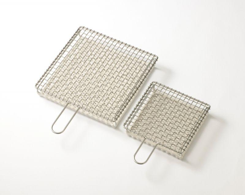 京都金網編織傳統工法,能夠好好的烤出皮脆微焦,撕開麵包內裡濕潤有麥香的土司,夾著肉片吃一定加分。京都金網吐司燒,森/casa