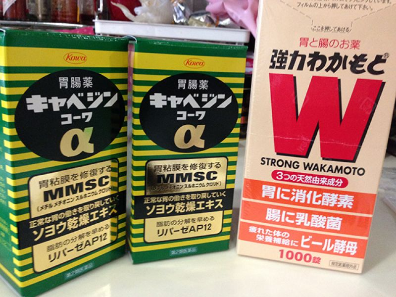 TOP5WAKAMOTO和新表飛鳴S胃腸藥都是經常出現在被託買的清單上,觀光客多的藥妝店容易賣到缺貨。另外順便介紹一款日本家庭必備的興和製藥克潰精(照片左),主張能修復胃黏膜讓胃回復正常狀態。